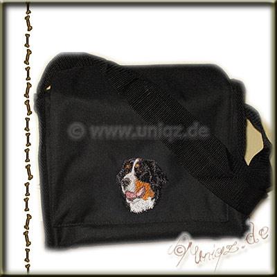 Stickerei Berner Sennenhund auf der kleinen schwarzen Umhängetasche