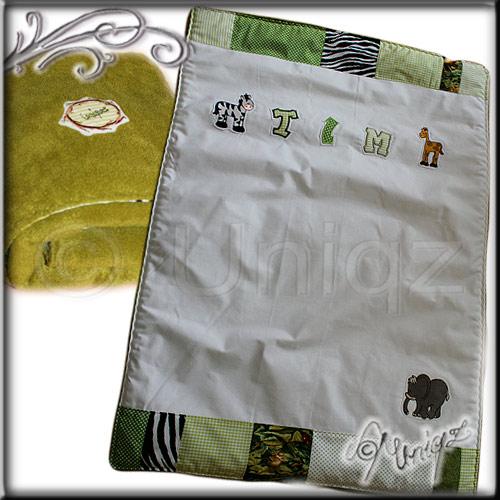 Decke in Grüntönen  mit Namen und Dschungeltieren, aufwändig gestaltet.