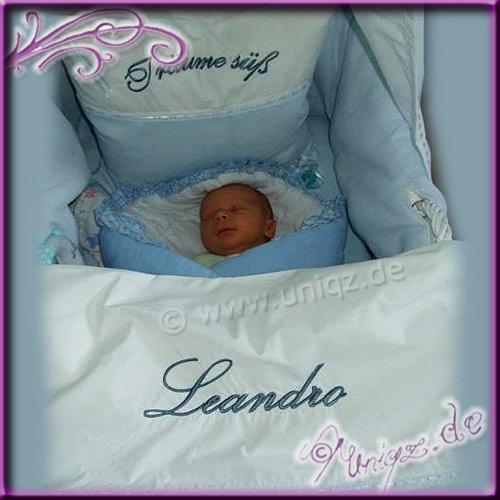 Babybettwäsche mit Stickerei