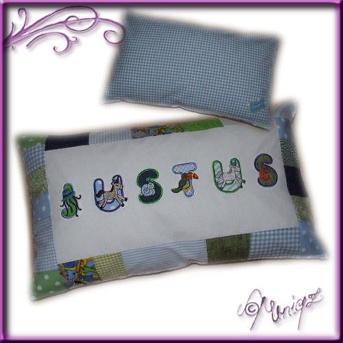 Namenskissen, hochwertig in Patchworktechnik mit applizierten Buchstaben verarbeitet.
