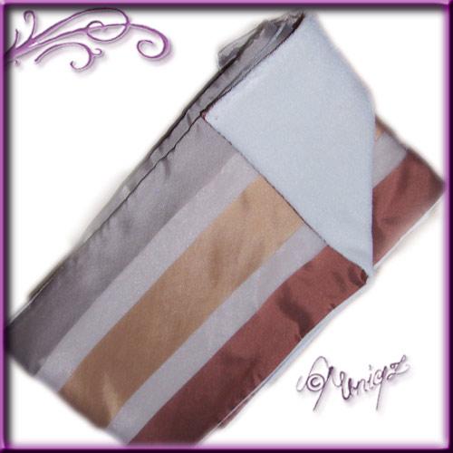 Kuschlig-edler Schal in Materialmix - hier in warmen Naturtönen