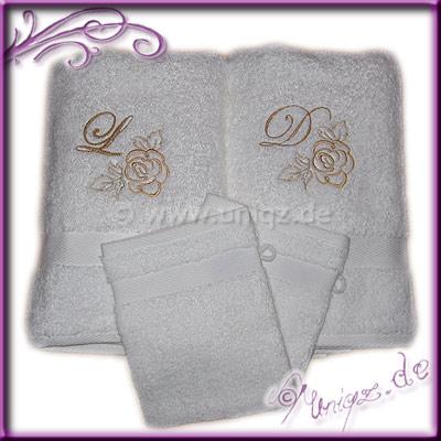 Handtuchset mit Monogrammen und eleganter Rosenstickerei. Hochzeitsgeschenk.