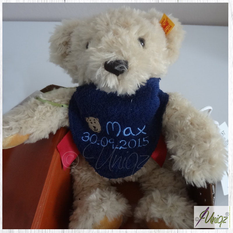 Teddy-Halstuch mit eingesticktem Namen und Geburtsdatum