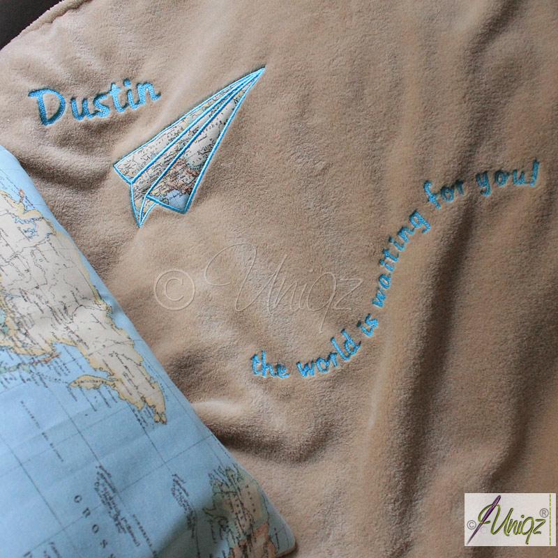 Decke mit Papierflieger-Stickerei, Weltenbummler, Geschenkidee