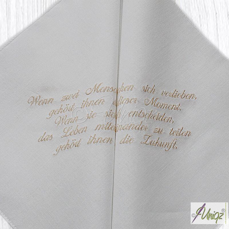 Freudentränen-Taschentücher mit dem eigenen Trauspruch bestickt