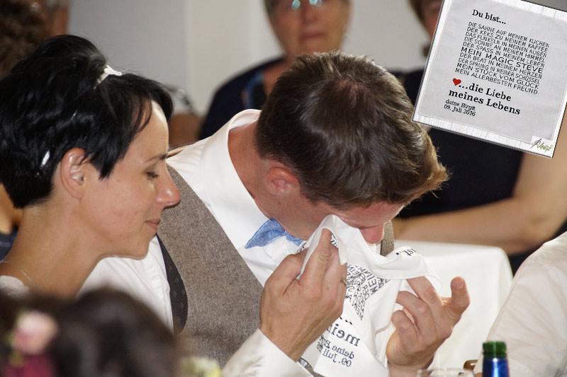 Uniqz Freudentränentaschentuch im Einsatz