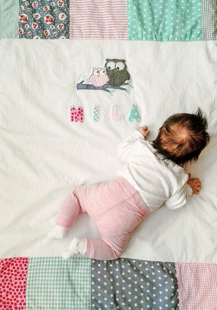 Kundenfoto von Mila mit ihrer unverwechselbaren Uniqz-Eulendecke.