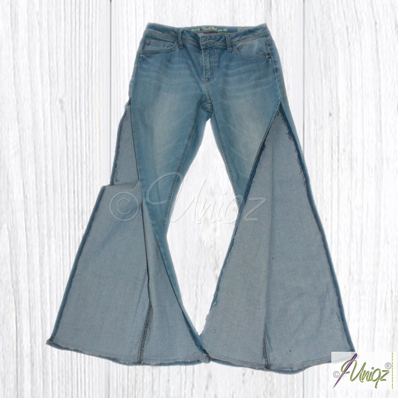 Jeans mit geöffneten Seiten- und Saumnähten