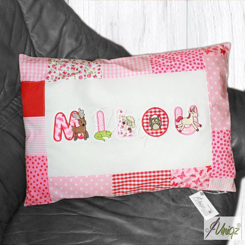 Namenskissen in rosa-rot-pink mit Tierbuchstaben