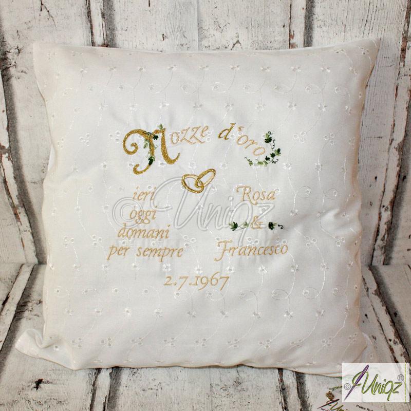 Nozze d'oro - Goldhochzeit, Geschenkidee mit Namen und Datum besticktes Kissen