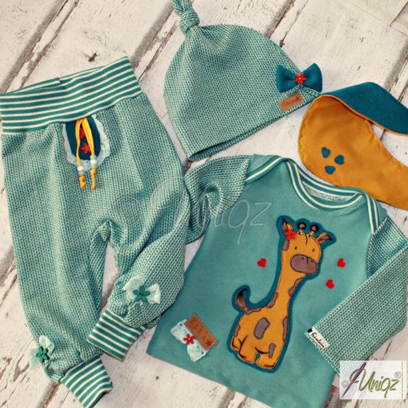 Babyset mit Giraffe, Hose, Sweatshirt, Mütze, Halstuch