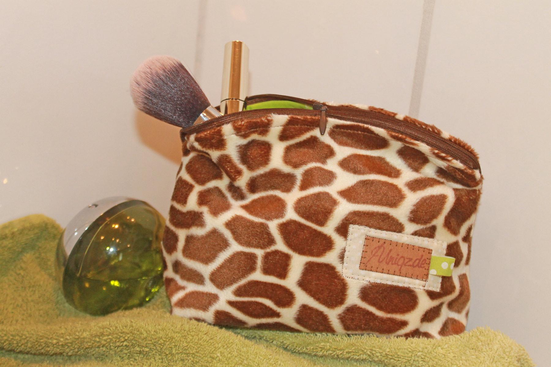 Kosmetiktäschchen aus Kunstfell Giraffe