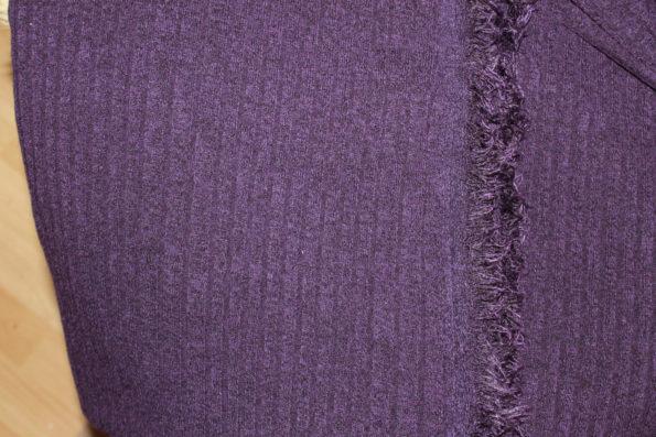Weicher Ripp-Strick dunkel(!)lila mit schöner Fransen-Webkante ca. 150 x 160 cm | 8 €