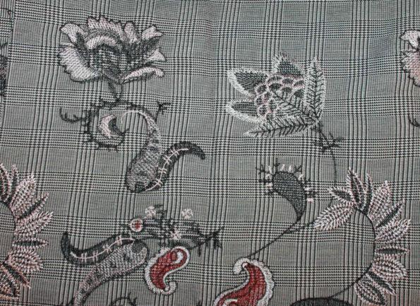 RESERVIERT Glencheck mit Stickerei, schwarz/weiß/bunt, ca. 80 x 140 cm | 5 €