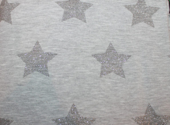 Bw.-French Terry mit Glitzersternen, grau, ca. 90 x 120 cm + Anschnitt | 4,- €