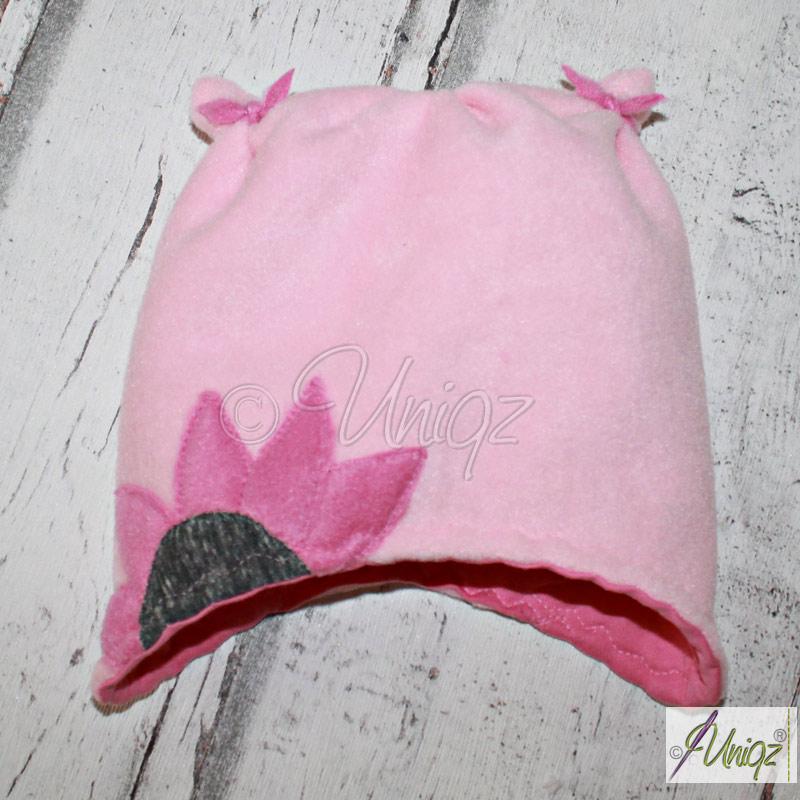 Rosa Babymütze mit Blümchen